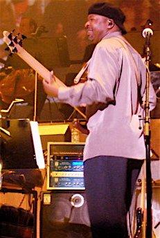 Le bassiste  Andre Manga
